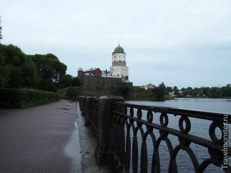 Набережная и замок