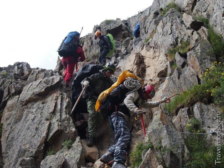 Для халявщиков: спуск с перевала Купол по стационарным перилам
