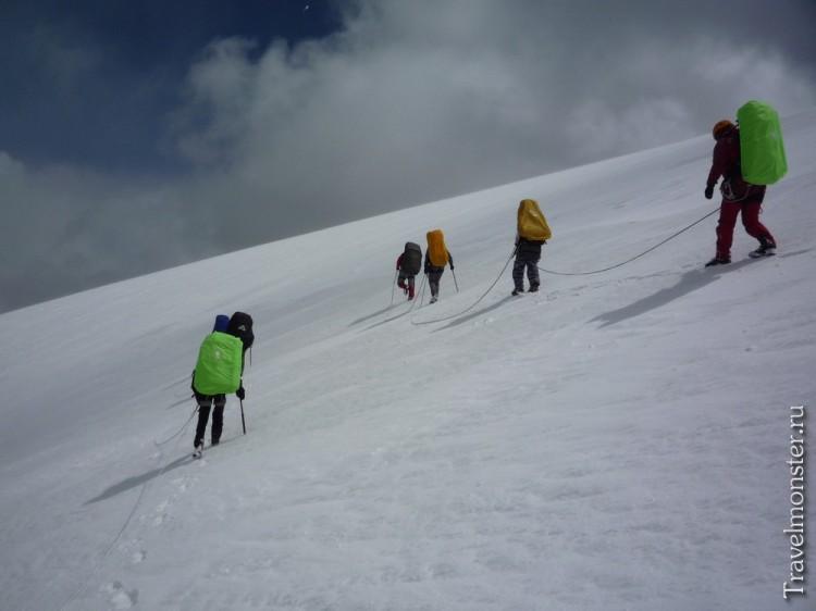 Перевал Купол - сюда альпинисты бегают на акклиматизацию