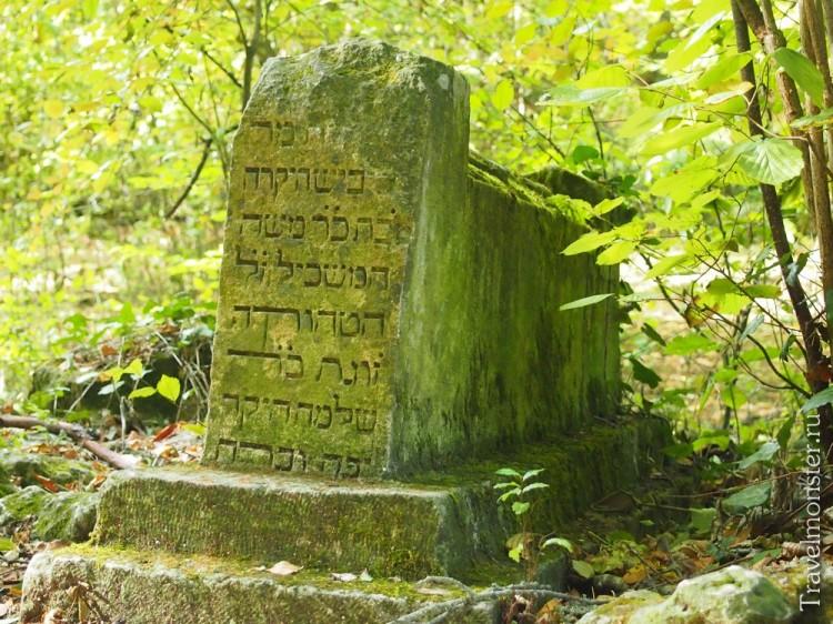 Древние могилы Караимского некрополя