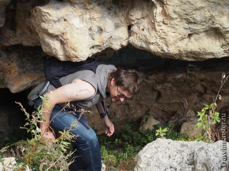Путь к пещерному монастырю труден и извилист