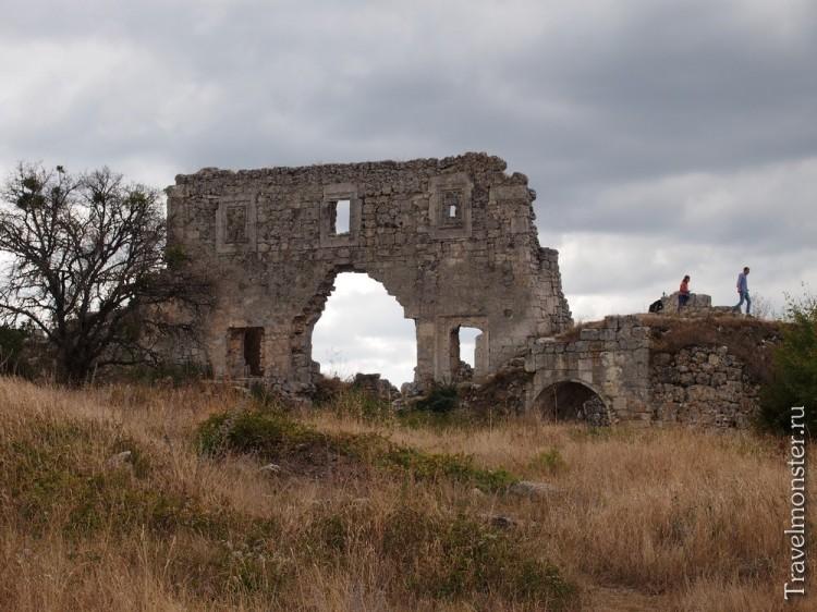 Цитадель - самая впечатляющая из сохранившихся построек на Мангупе