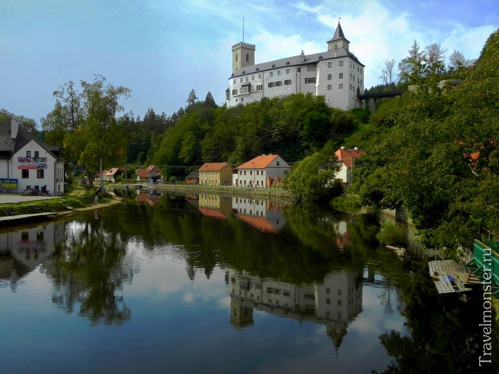 Замок окутан легендами о