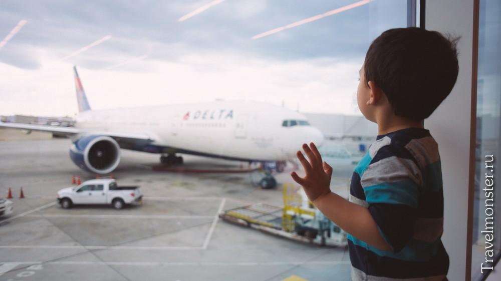в самолете в ребенком