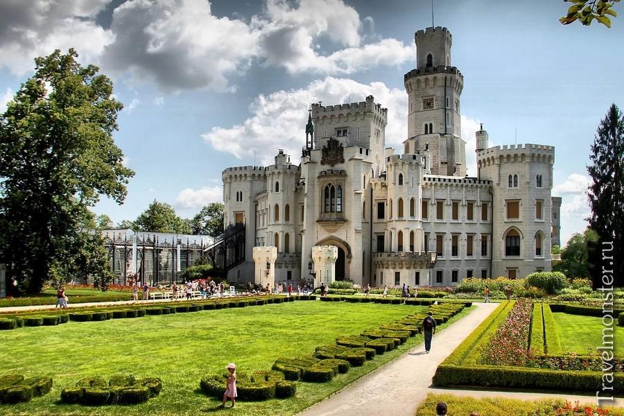 Глубока над Влтавой и ее белоснежный замок