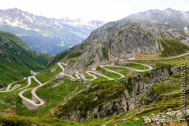 Дорога серпантин на перевал