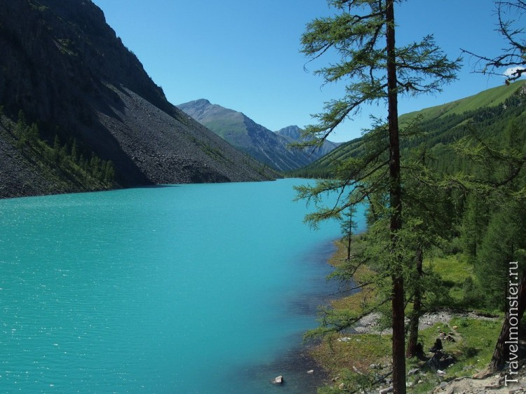 Синее алтайское озеро