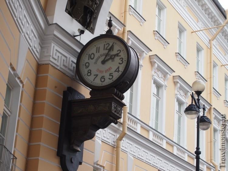 Часы в арке