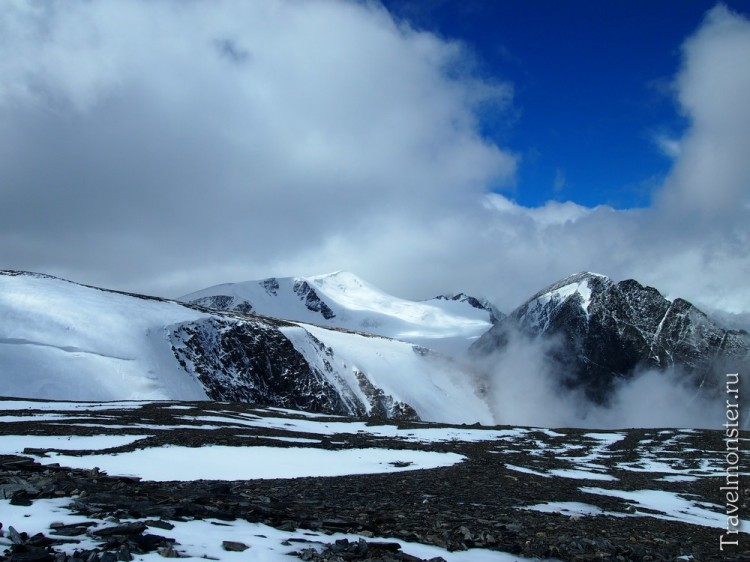 Почему бы не дойти до высоких снежных гор, прячущихся за облаками?