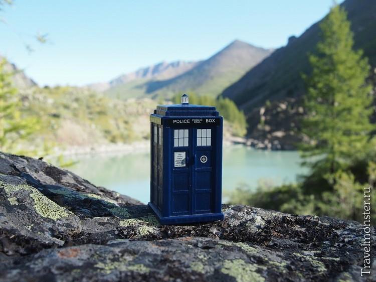А вы думаете, Доктор прилетает исключительно в Англию?