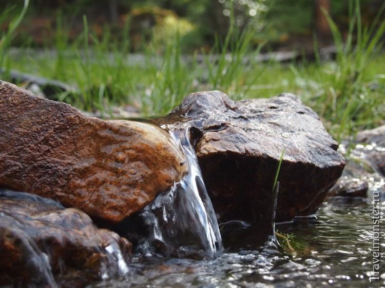 Мини-водопадик в одном из горных ручьев