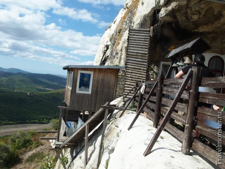 Мужской пещерный монастырь на Мангупе