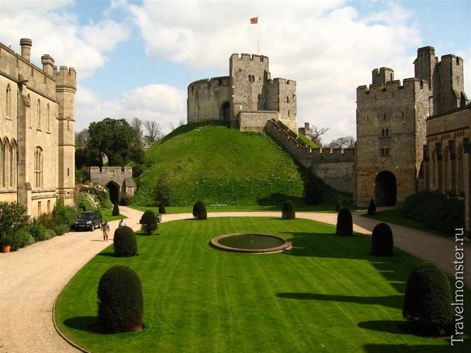 замок Бейли-Хилл и башня Клиффорда