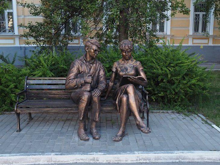 Памятник Шурику и Лиде в рязани